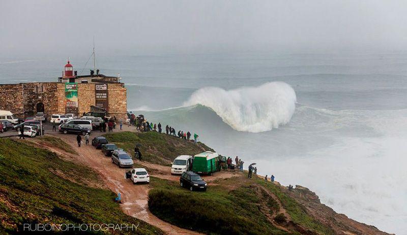 Cамые большие волны для сёрфинга. Nazare