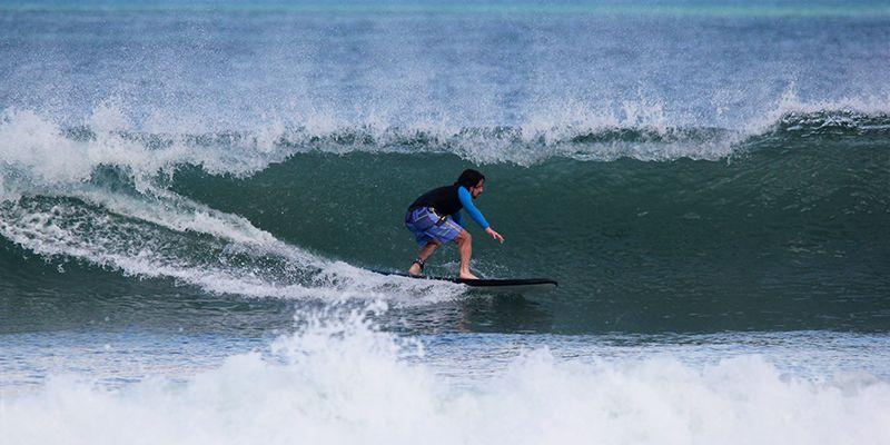 Уроки сёрфинга в сёрф-кемпе