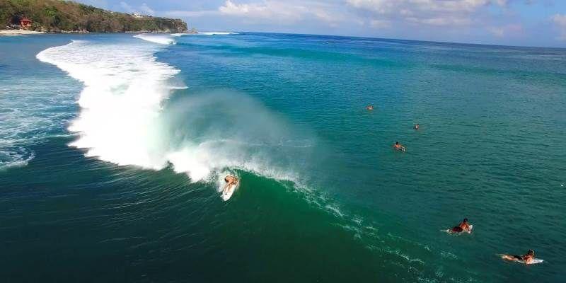 серфинг на бали в августе