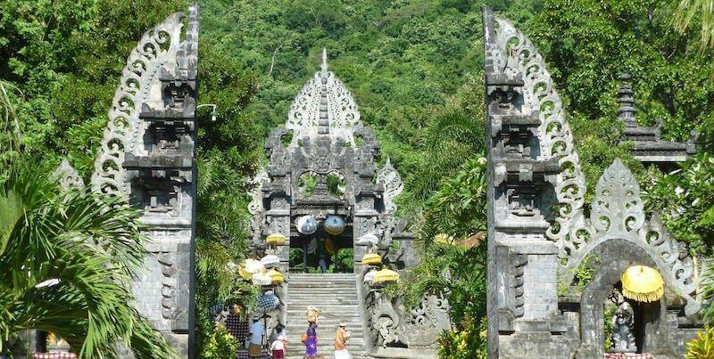 храм на Балиане