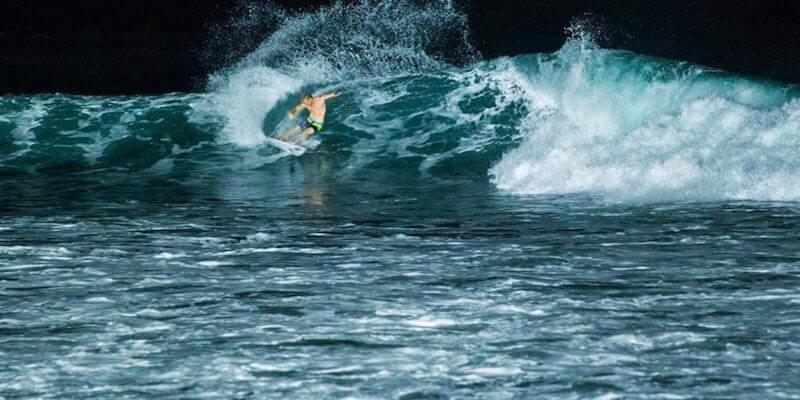ночной серфинг на Бали