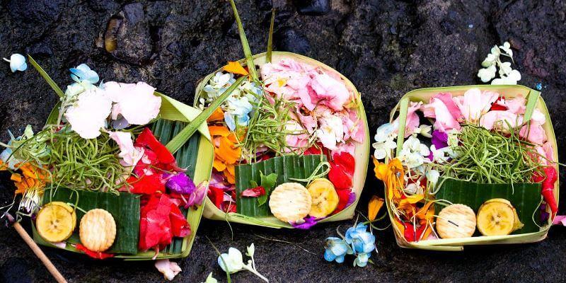 подношения на Бали