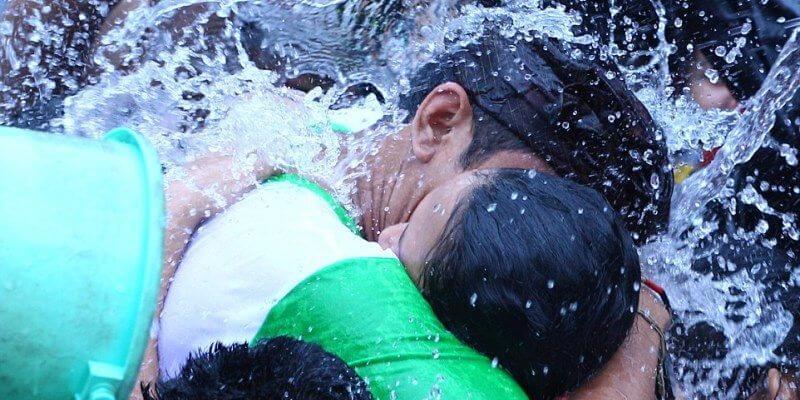 ритуал поцелуев на Бали